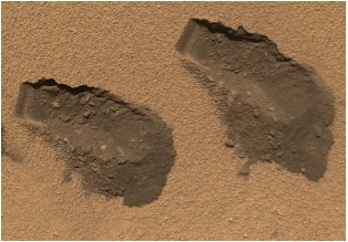 Soil samples taken and analyzed from this site have been found to contain Martian water. The left dimension of each scoop is 4 cm (~1.5 in)! Courtesy NASA/JPL-Caltech/MSSS via Bing Images.